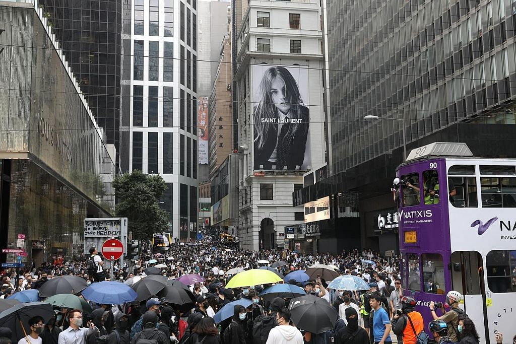 Himpunan kilat lumpuhkan pusat kewangan HK