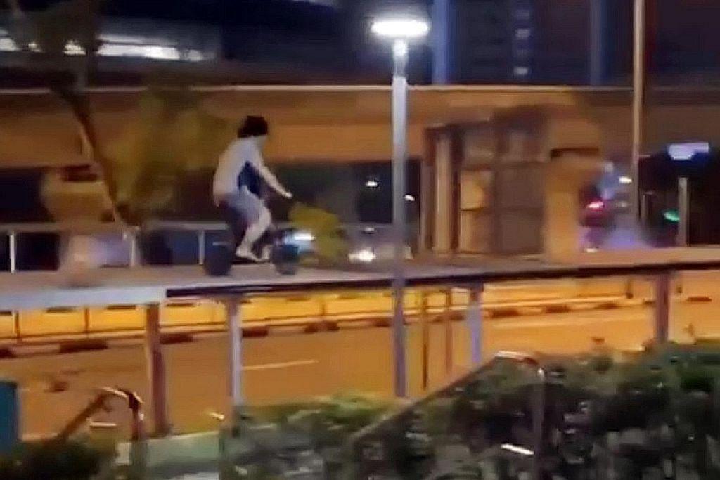Lelaki diberkas selepas dirakam tunggang PMD di bumbung laluan pejalan kaki