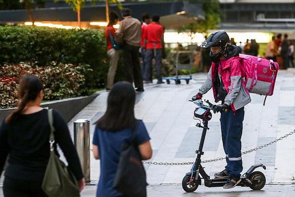 Kumpulan pertama penghantar makanan dapat tukar-beli e-skuter