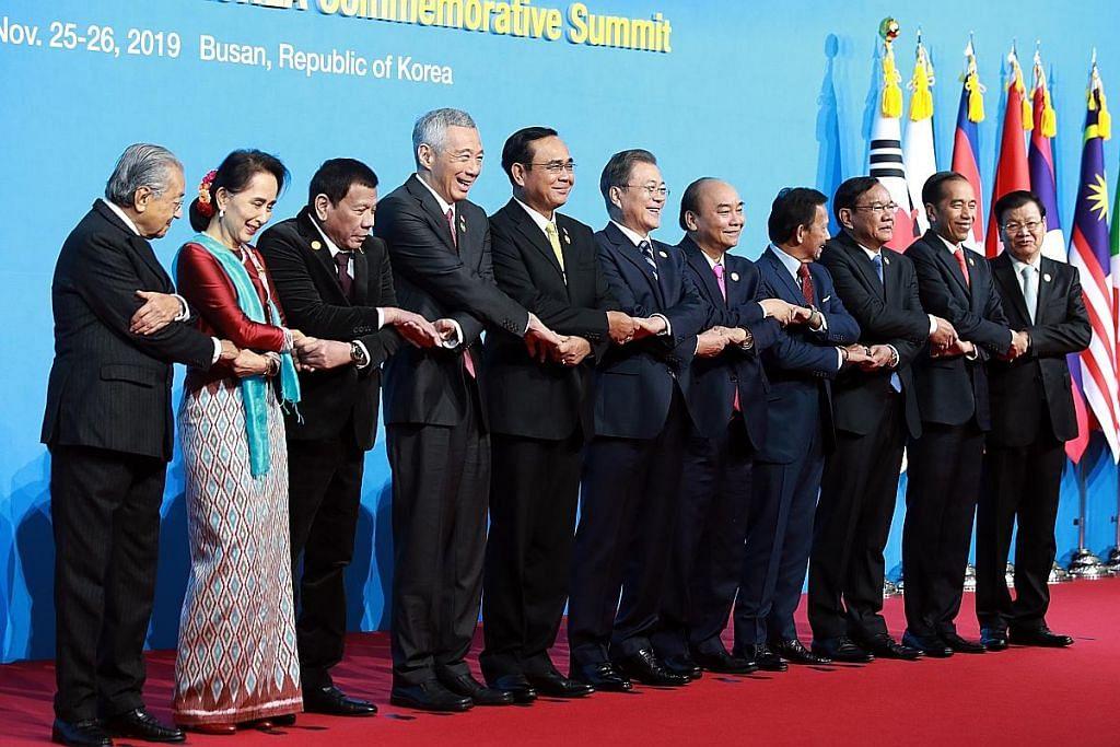 PM Lee: Asean, Korea S komited capai ketersambungan, kerjasama lebih besar SIDANG PUNCAK PERINGATAN ASEAN-KOREA SELATAN 2019
