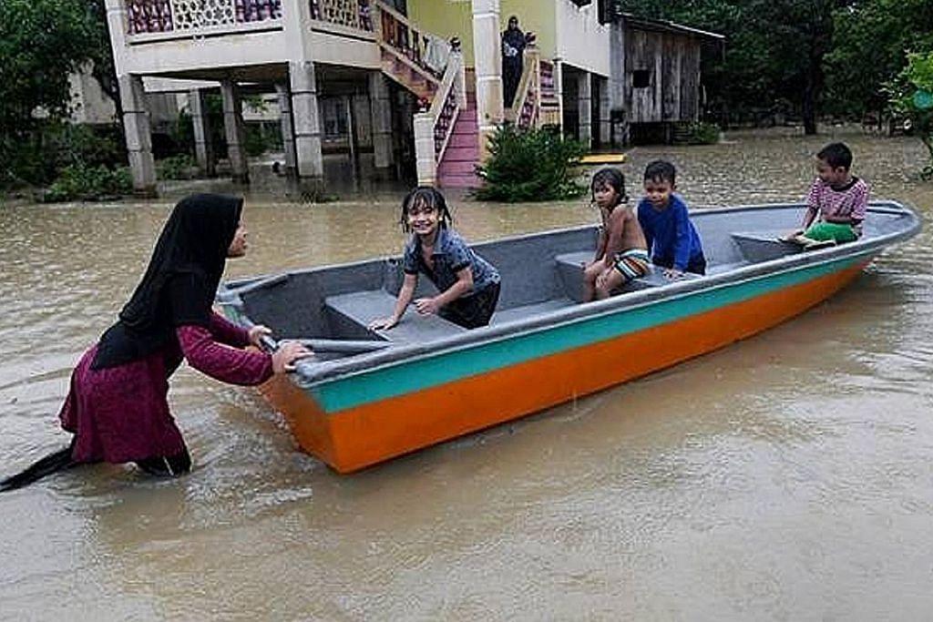 Banjir berterusan sebabkan ribuan penduduk pantai timur dipindah
