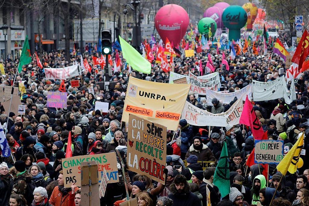 Perancis terus lumpuh oleh bantahan besar-besaran