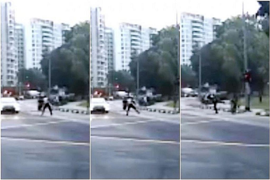 LTA siasat kejadian pegawainya dirakam tendang penunggang e-skuter