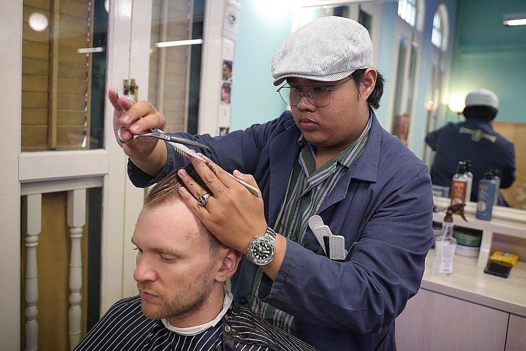 Lulusan animasi 3D asal Melaka jadi tukang gunting di sini
