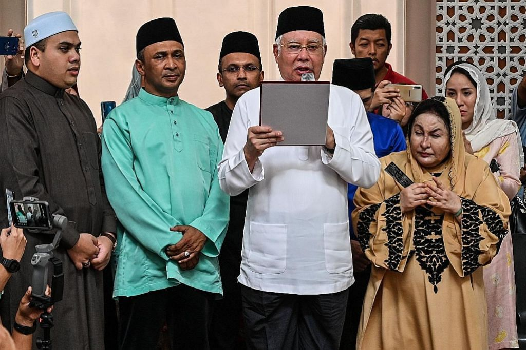 Najib angkat 'sumpah laknat' nafi arah bunuh Altantuya