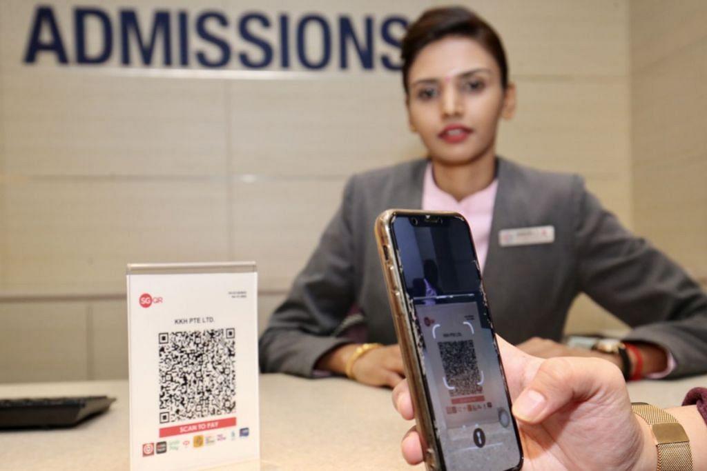 KOD TUNGGAL SGQR: Kod Respons Pantas Singapura (SGQR) yang universal mempermudah urus niaga pembayaran tanpa tunai. Pelanggan hanya perlu memilih dan melancarkan aplikasi pembayaran pilihan mereka di peranti digital, mengimbas kod SGQR dan memeriksa nama penjual dan memasukkan jumlah bayaran bagi membuat pembayaran.