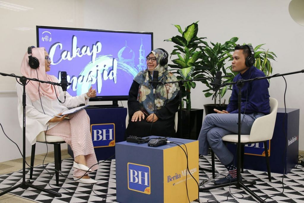 RUMAHTANGGA HARMONI: (Dari kanan) Ustaz Ridhwan Mohd Basor, Ustazah Nadia Hanim Abdul Rahman dan Cik Shahida membincangkan bagaimana Rasulullah saw dan isterinya, Aisyah ra, memperkasa satu sama lain dengan rasa saling cinta, percaya dan hormat dalam rumah tangga mereka. – Foto fail