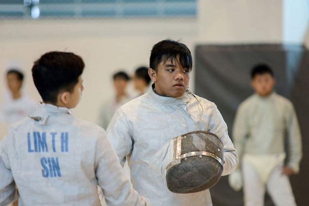 'CINTA' PERTAMA: Nazri mula bergiat dalam sukan lawan pedang sejak usia 13 tahun dan pernah menjadi anggota pasukan lawan pedang junior Singapura. – Foto ihsan NAZRI SUTARI