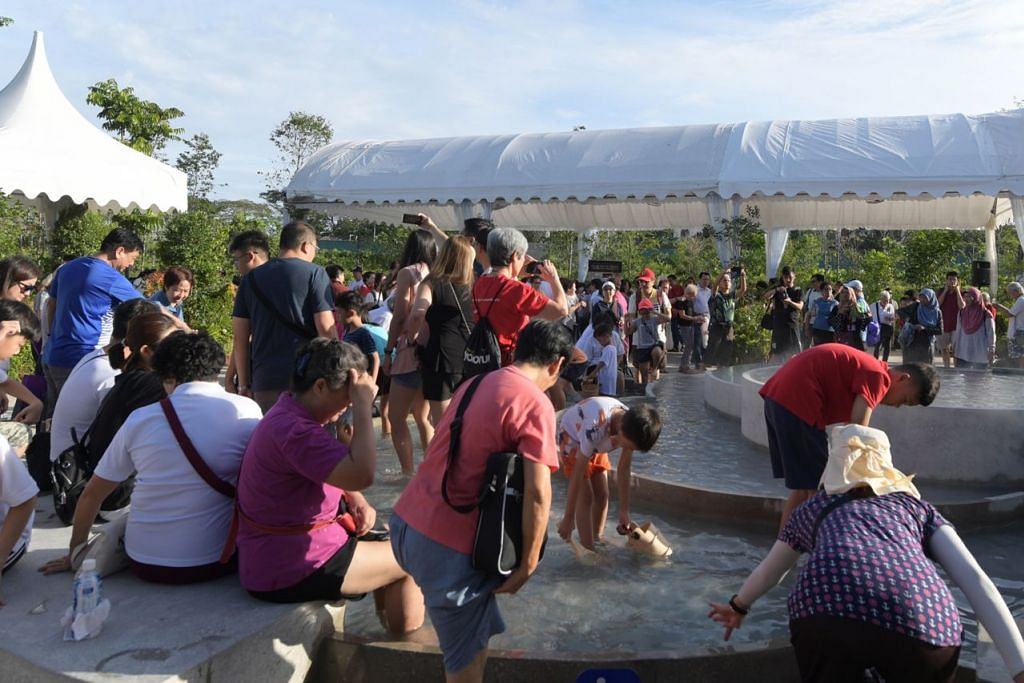 DIBUKA SEMULA: Taman Hot Spring Sembawang kini diperluas 11 kali ganda, dilengkapi kemudahan inklusif dan menampilkan zon pendidikan bagi memperkenalkan sejarah dan alam sekitar Sembawang. - Foto BH oleh ALPHONSUS CHERN