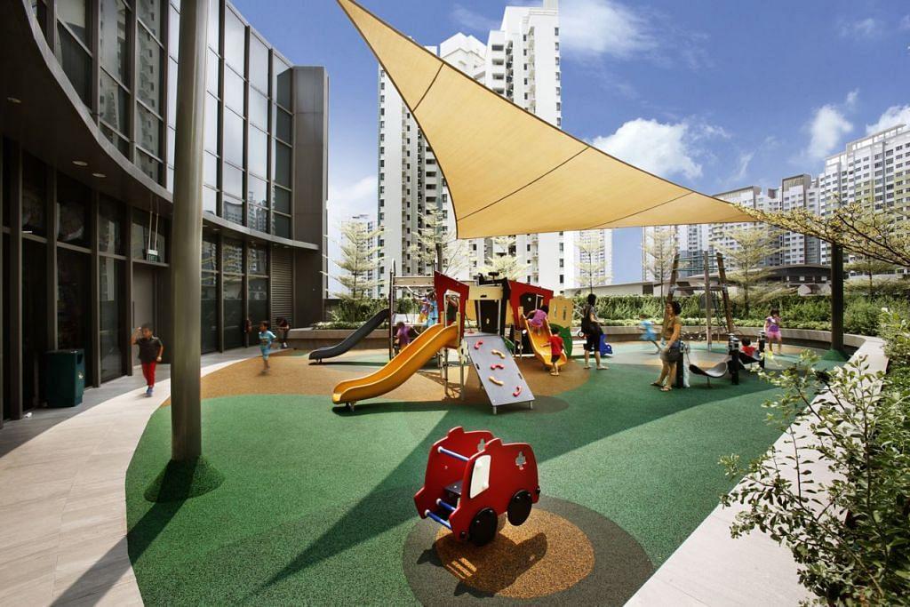 UNTUK SI KECIL: Taman permainan seperti yang terdapat di The Paragon   dan The Seletar Mall (gambar atas) ini antara daya tarikan pengunjung ke pusat beli-belah yang inginkan kemudahan mesra keluarga. - Foto SPH RPMS