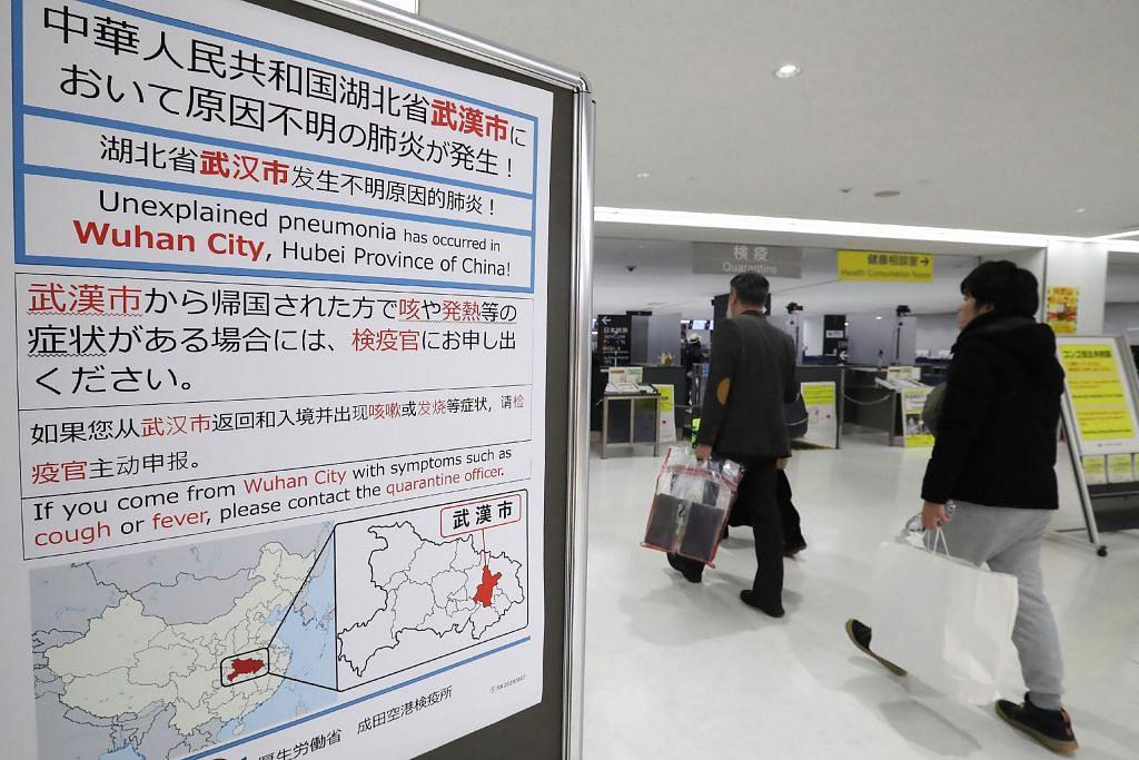 KES VIRUS WUHAN PERTAMA DI JEPUN: Tanda amaran di Lapangan Terbang Narita bagi pelancong yang telah ke Wuhan. Foto: AFP.