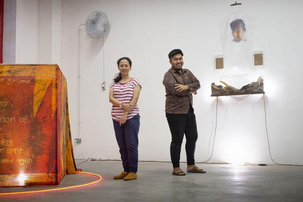 BENGKEL TULIS PUISI DAN BATIK: Pelukis batik Cik Fajrina Razak dan artis seni visual ncik Noor Iskandar akan memimpini bengkel penulisan puisi dan lukisan batik Ahad ini.