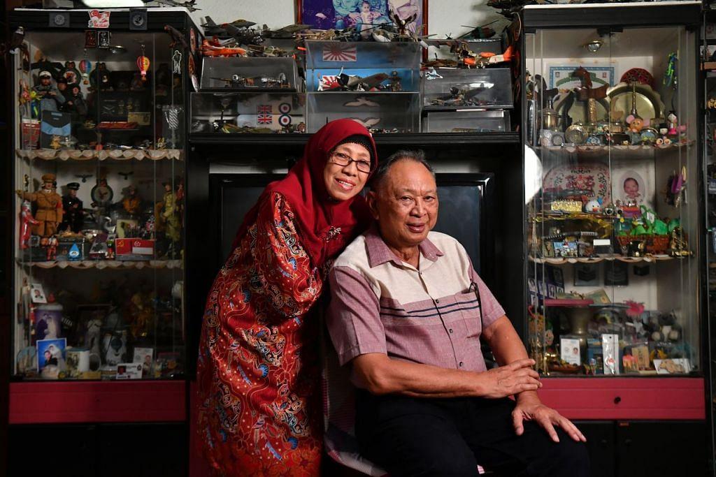 MASIH MENYUMBANG WALAU DI USIA LANJUT: Encik Abdul Wahab Hassan dan isteri, Cik Jamaliah Abu, kedua-duanya 72 tahun, masih melakukan kerja kemasyarakatan termasuk sebagai sukarelawan bersama M3@Bedok. – Foto BM oleh LIM YAOHUI