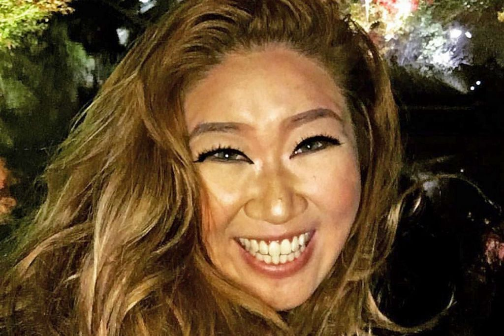 SUKA GOTONG-ROYONG: Antara yang disenangi pelakon dan pelawak Gloria Tan adalah semangat gotong-royong dalam set penggambaran Melayu. - Foto ihsan GLORIA TAN