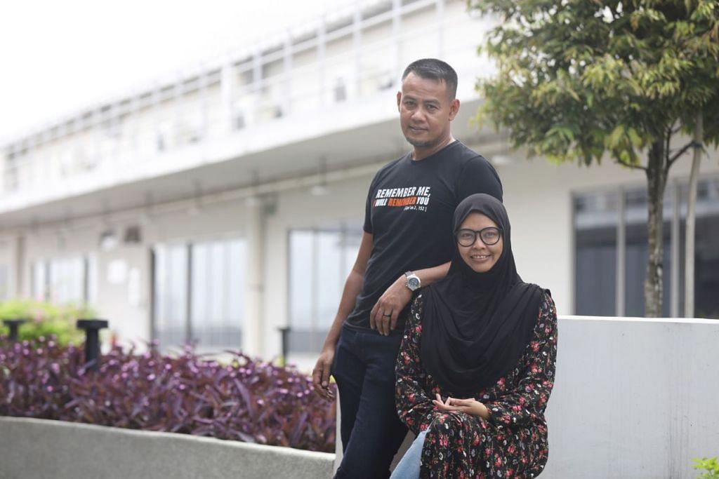 GIAT MEMBANTU KELUARGA PESALAH: Cik Nazirul dan Encik Mohamed Riduan merupakan pasangan suami isteri yang bersama menjadi sukarelawan Projek Reben Kuning Masyarakat, di mana mereka membantu keluarga pesalah. - Foto BM oleh MARCELLIN LOPEZ