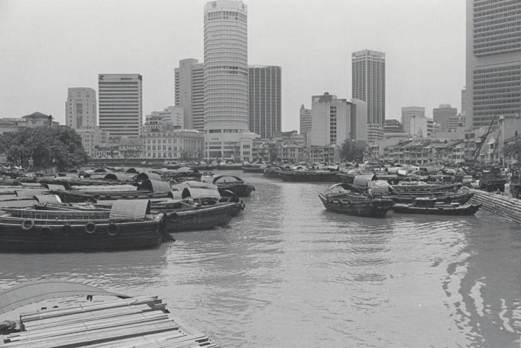 SUNGAI BERSEJARAH: Bot memenuhi Sungai Singapura pada 1970an.