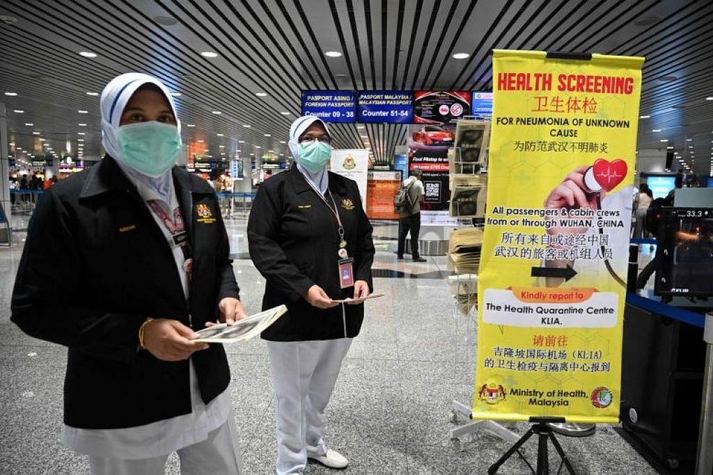 Pegawai kesihatan Malaysia dikerahkan di Lapangan Terbang Antarabangsa Kuala Lumpur (KLIA) di Sepang pada 21 Januari 2020. FOTO: AFP