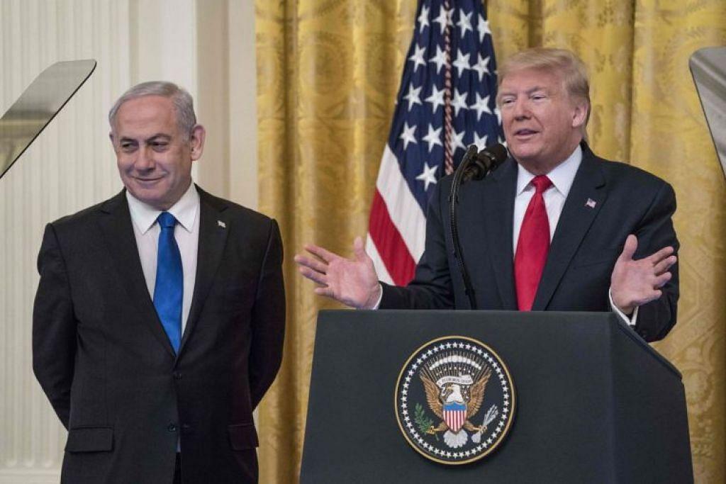 Perdana Menteri Israel Benjamin Netanyahu (kiri) dan presiden Amerika Syarikat Donald Trump (kanan) mengadakan satu kenyataan bersama di Rumah Putih pada 28 Januari lalu. - Foto AFP