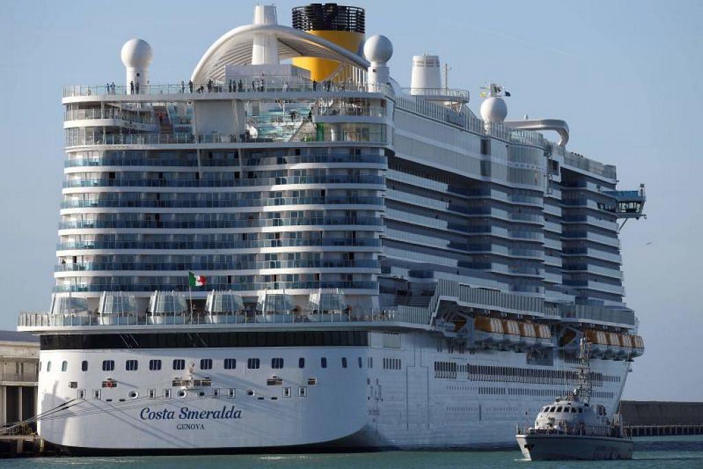 TERPAKSA DI KUARANTIN: Dari menikmati percutian yang indah di atas kapal, para penumpang kapal ini terpaksa dikuarantin selepas dua individu disyaki menghidapi virus Wuhan.