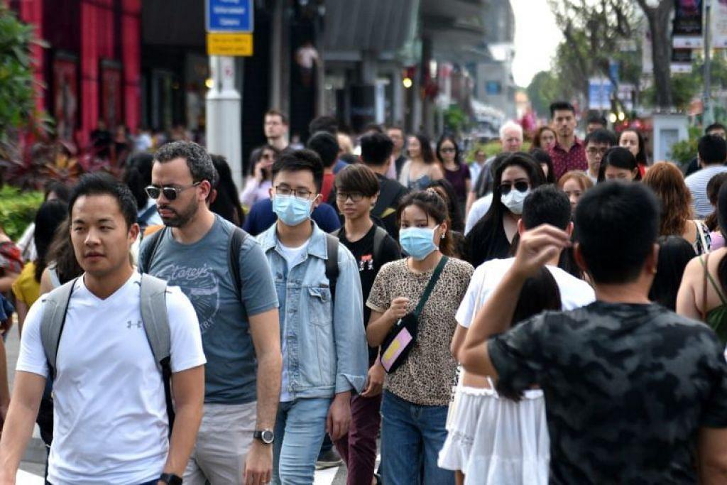 Ramai pengunjung di Orchard Road memakai pelitup muka, sejak akhir-akhir ini.