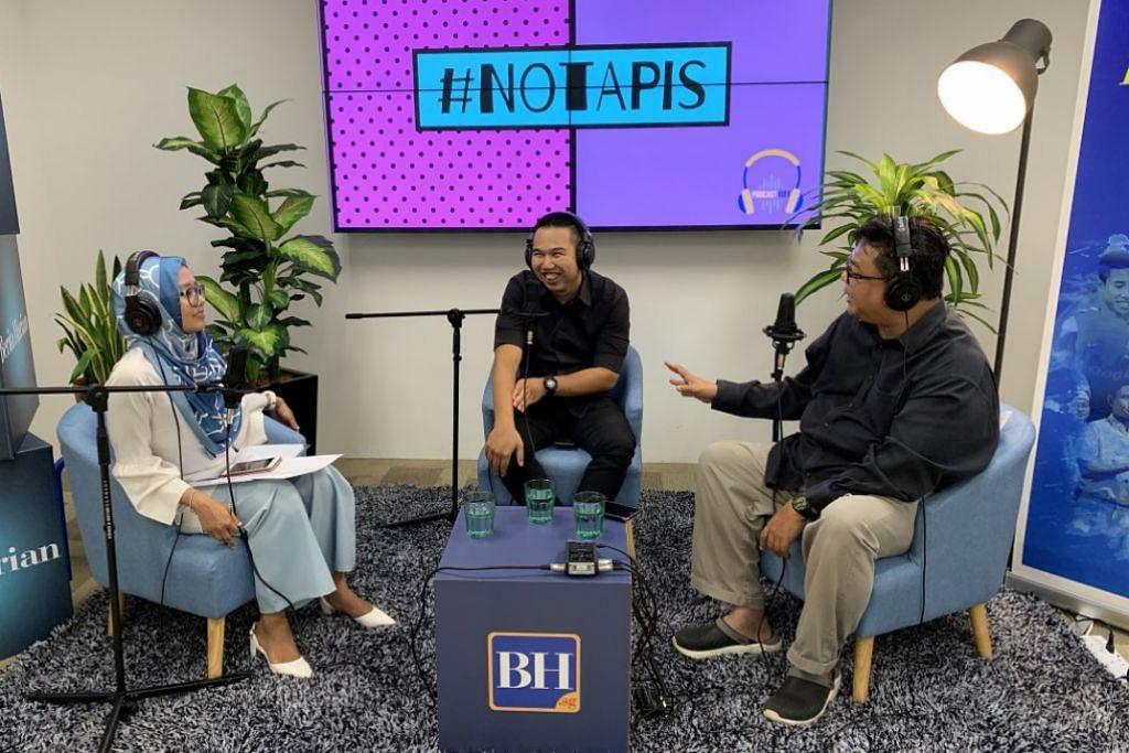 TIADA YANG MUSTAHIL: Encik Hafiz Misran (tengah) bersama hos podcast, koresponden Shahida Sarhid dan personaliti, Suhaimi Yusof. – Foto BH oleh SITI AISYAH NORDIN