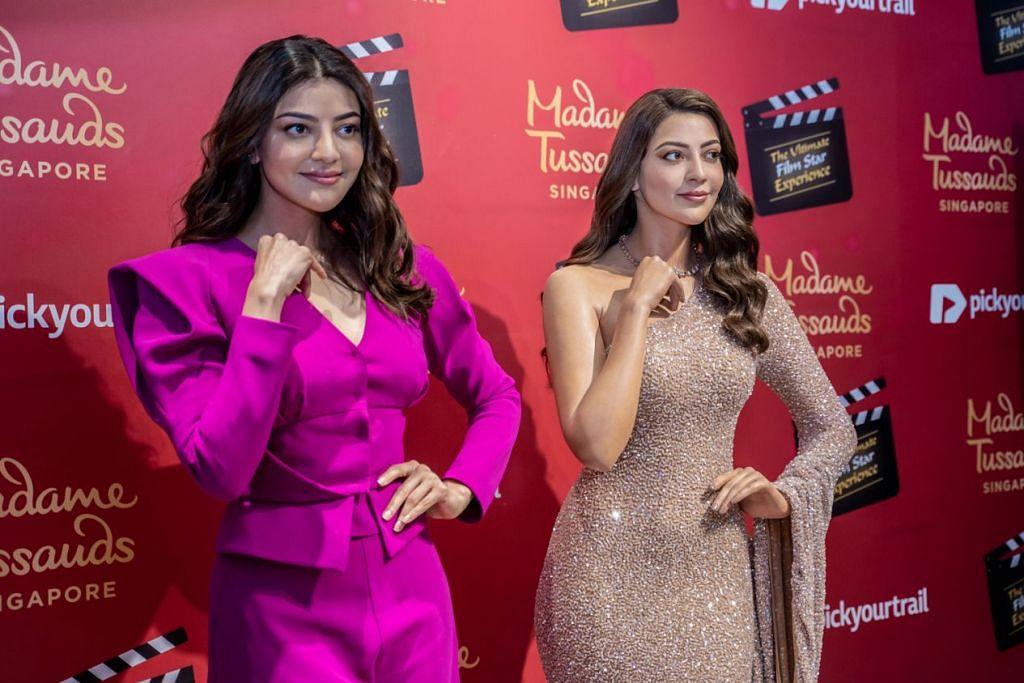 TERHARU: Sumbangan pelakon Tamil, Telugu dan Hindi, Kajal Aggarwal (kiri) diiktiraf dengan patung lilinnya kini diabadikan di muzium Madame Tussauds Singapore. – Foto BH oleh NUR DIYANA TAHA