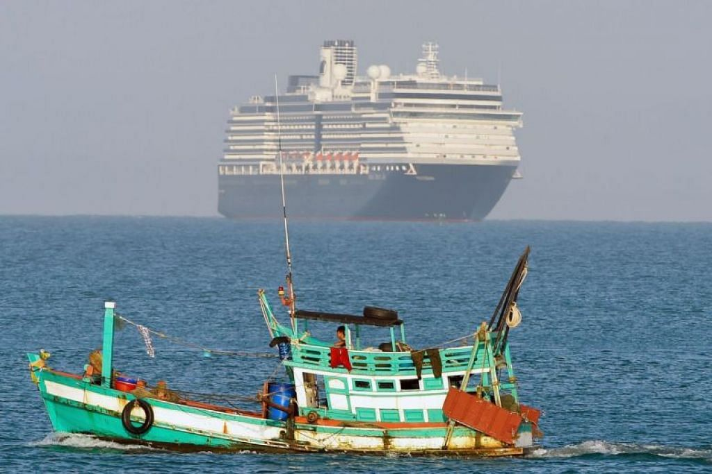 Kapal persiaran MS Westerdam dilihat di perairan berdekatan pelabuhan Sihanoukville, Kemboja. FOTO:AFP