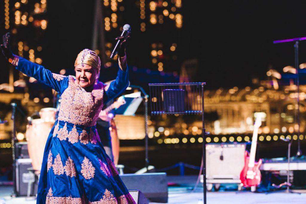 RATU DANGDUT: Zaleha Hamid memberi persembahan di Teater Luar Esplanade pada 2019.