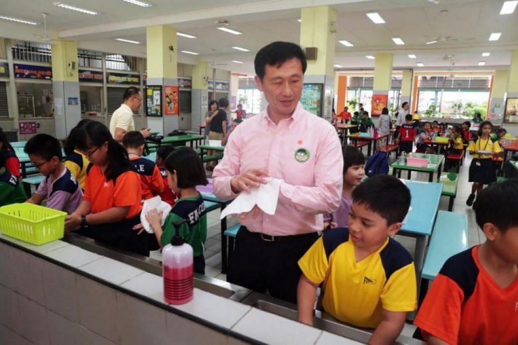 KUNJUNGAN KE SEKOLAH: Menteri Pendidikan Ong Ye Kung mengunjungi Sekolah Rendah First Toa Payoh pada 14 Februari 2020.