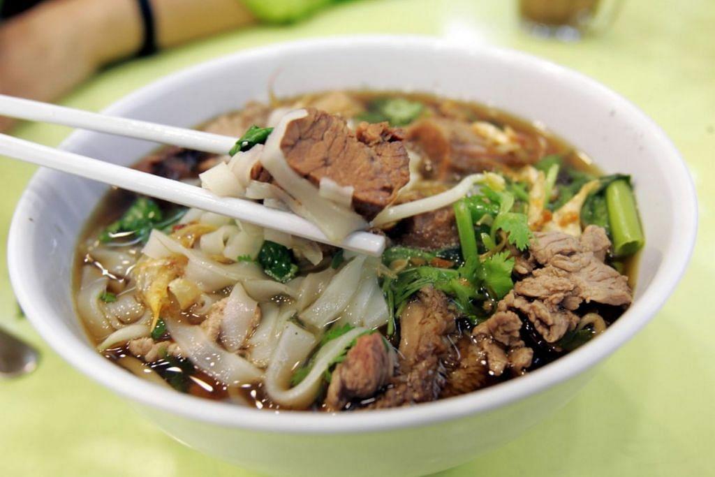Cubalah mi sup dari Thaksin Beef Noodle - Foto fail