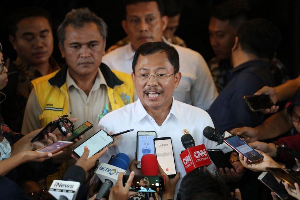Menteri Kesihatan Indonesia, Encik Terawan Agus Putranto menemui wartawan sewaktu di Lapangan Terbang Halim Perdanakusuma, Jakarta pada 15 Februari 2020: EPA-EFE