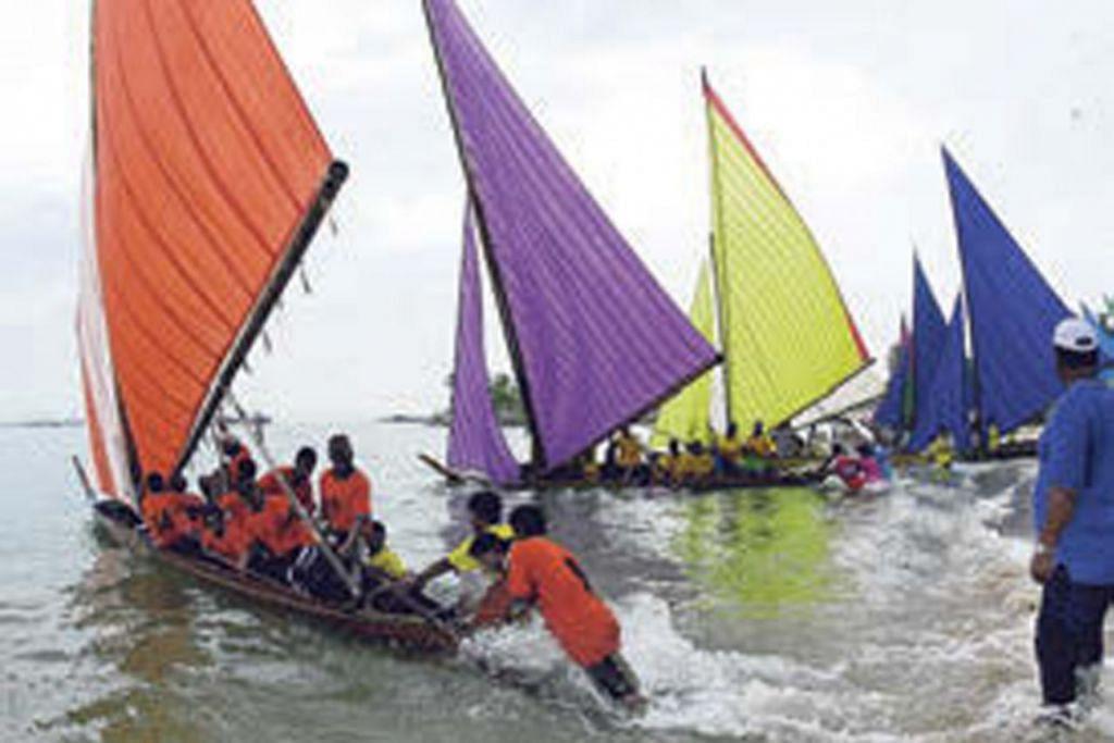 SEKILAS ACARA YANG PERNAH DIANJURKAN MAJLIS PUSAT - TEMASYA LAUT: Majlis Pusat pernah bergabung dengan pertubuhan akar umbi untuk menganjurkan pesta laut di Sentosa pada 2001.