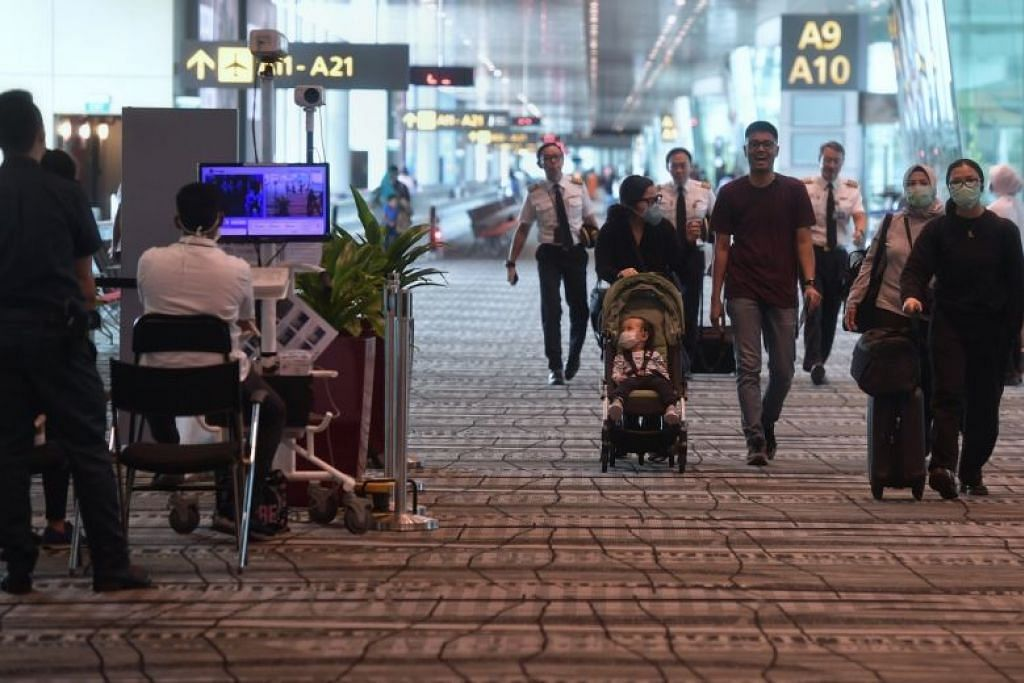Beberapa perlancong dilihat baru tiba di Terminal 3, Lapangan Terbang Changi pada 14 Februari 2020. Foto: KUA CHEE SIONG