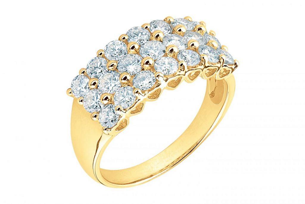 EMAS BERNILAI: Antara yang menarik dalam pasaran bagi mereka yang ingin memiliki barang kemas termasuk cincin berlian 18 karat, yang harga bermula dari $2,098, keluaran Ming Seng. - Foto MING SENG