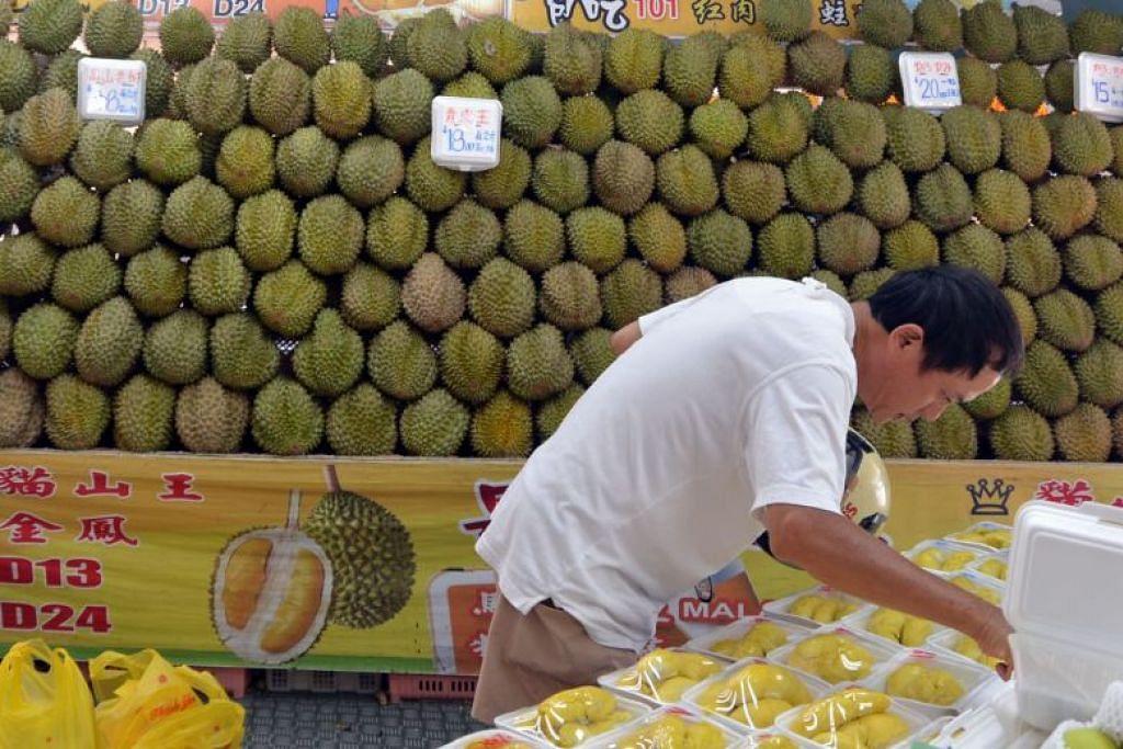 Menurut seorang peniaga durian di Penang, satu kilogram Musang King kini berharga antara RM24 dengan RM33 ($8-$11) berbanding RM55 dahulu. - Foto: Fail.