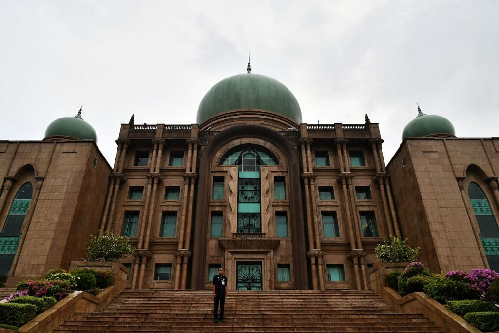 Datuk Anwar Ibrahim bersama beberapa pemimpin lain dijangka menemui Dr Mahathir pada 24 Februari 2020, di bangunan Putra Perdana, Putrajaya, yang menempatkan pejabat Perdana Menteri. - Foto: LIM YAOHUI