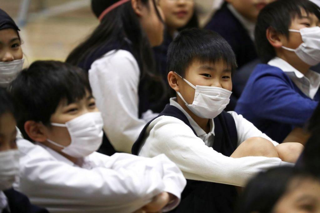 Beberapa kes koronavirus telah disahkan dalam pesakit yang berkait rapat dengan sekolah, termasuk guru, murid sekolah, pemandu bas dan pekerja di tempat makan. -Foto: REUTERS