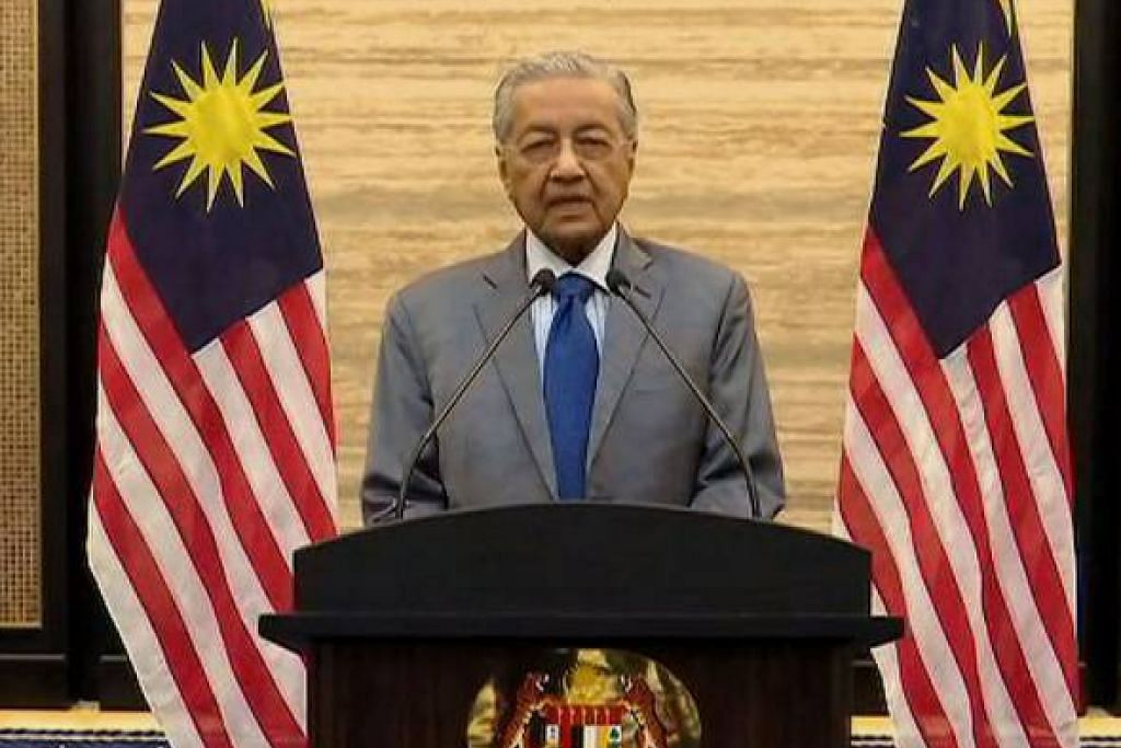 Dr Mahathir juga memohon maaf secara terbuka kepada seluruh rakyat Malaysia sekiranya peletakan jawatannya pada Isnin merupakan satu tindakan yang salah.