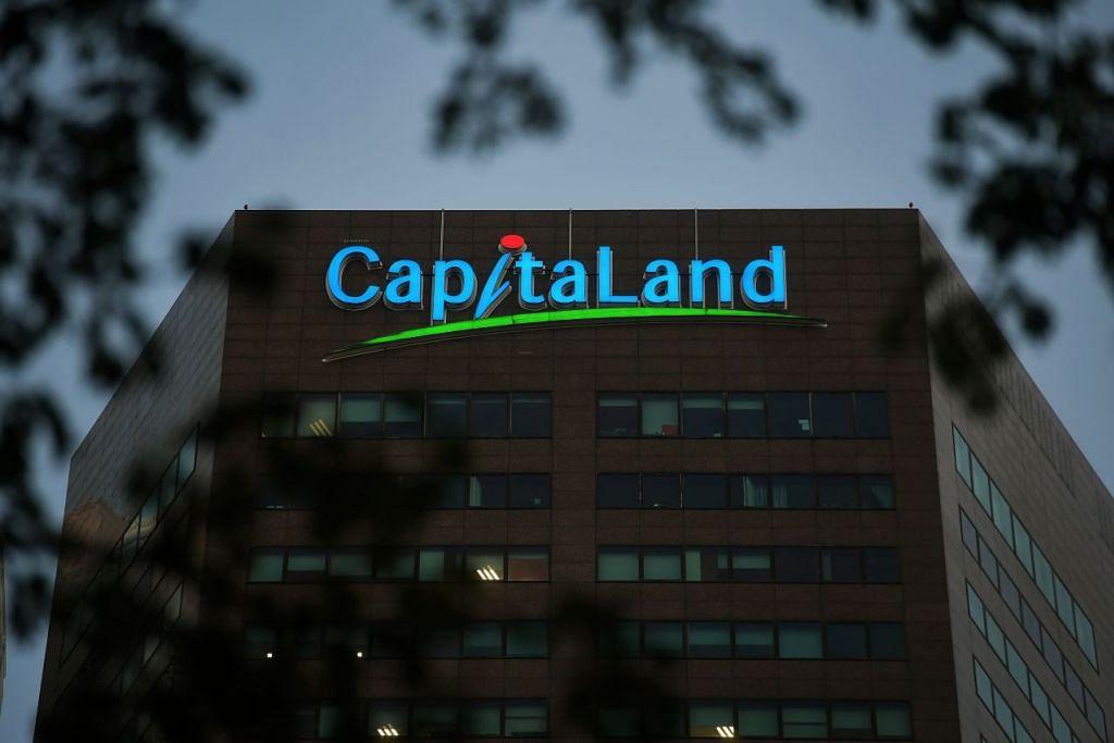 Sebahagian daripada pembayaran pampasan staf pengurusan CapitaLand di Singapura akan dibayar melalui CapitaVoucers untuk digunakan di pusat-pusat membeli-belah milik CapitaLand. - Foto: KUA CHEE SIONG