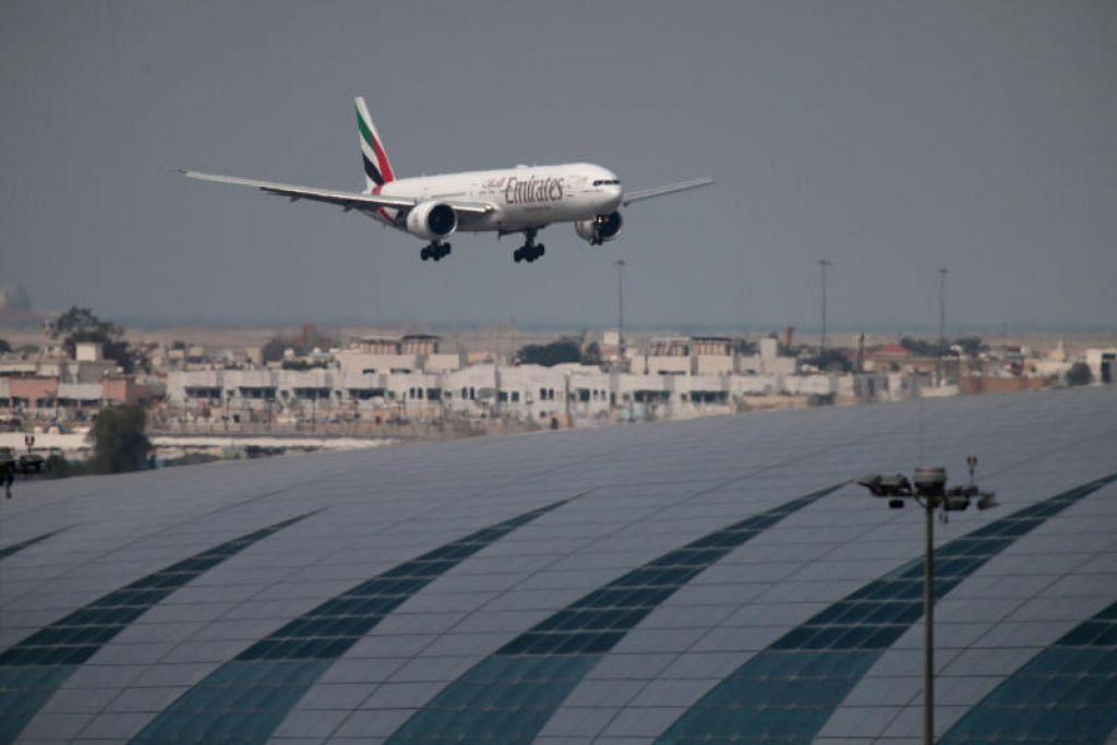 Emirates tidak lagi membawa penumpang Arab Saudi dengan visa Umrah atau pelancong dari hampir dua dozen negara sehingga notis lanjut.