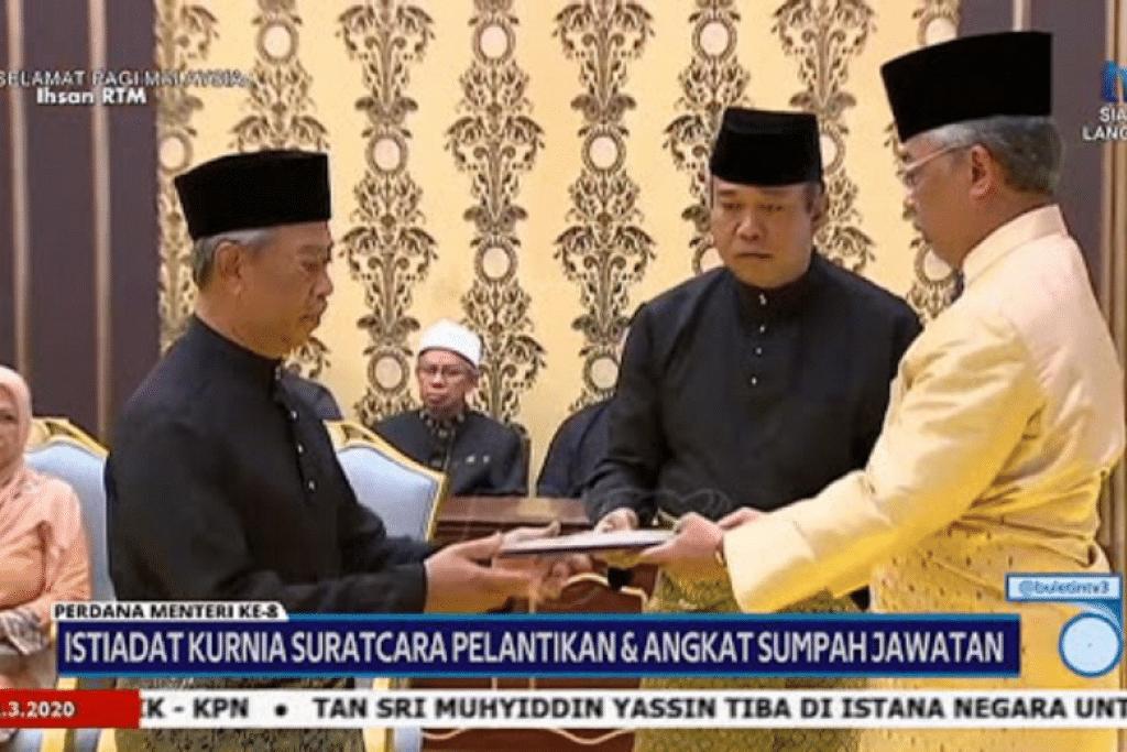 Presiden Bersatu, Tan Sri Muhyiddin Yassin telah mengangkat sumpah sebagai Perdana Menteri Malaysia yang baru, berikutan kemeleut politik selama seminggu di negara itu.