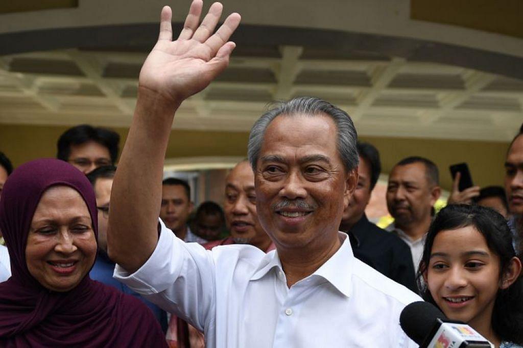 Mantan timbalan pemimpin, Tan Sri Muhyiddin Yassin disokong oleh kebanyakkan AP Bersatu dan Umno, PAS, serta Gabungan Parti Sarawak yang menguasai bahagian timur negara itu.
