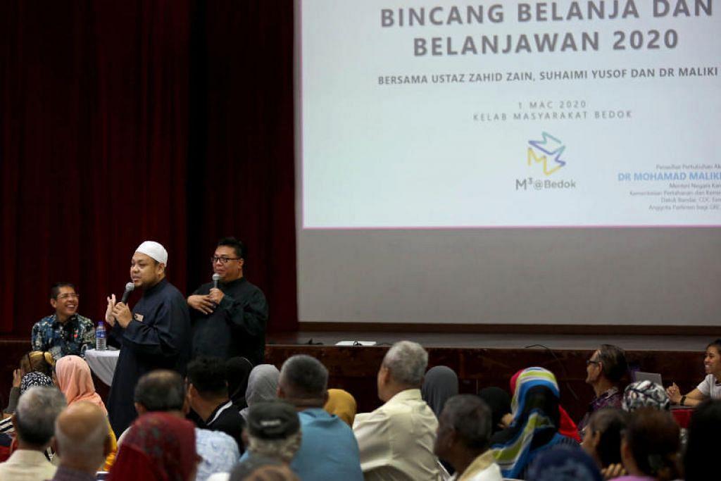 Ustaz Zahid Zin (tengah) bersama Dr Mohd Maliki Osman (kiri) dan Suhaimi Yusof (kanan) berbincang mengenai topik perbelanjaan dan Belajanwan 2020 bersama para peserta.