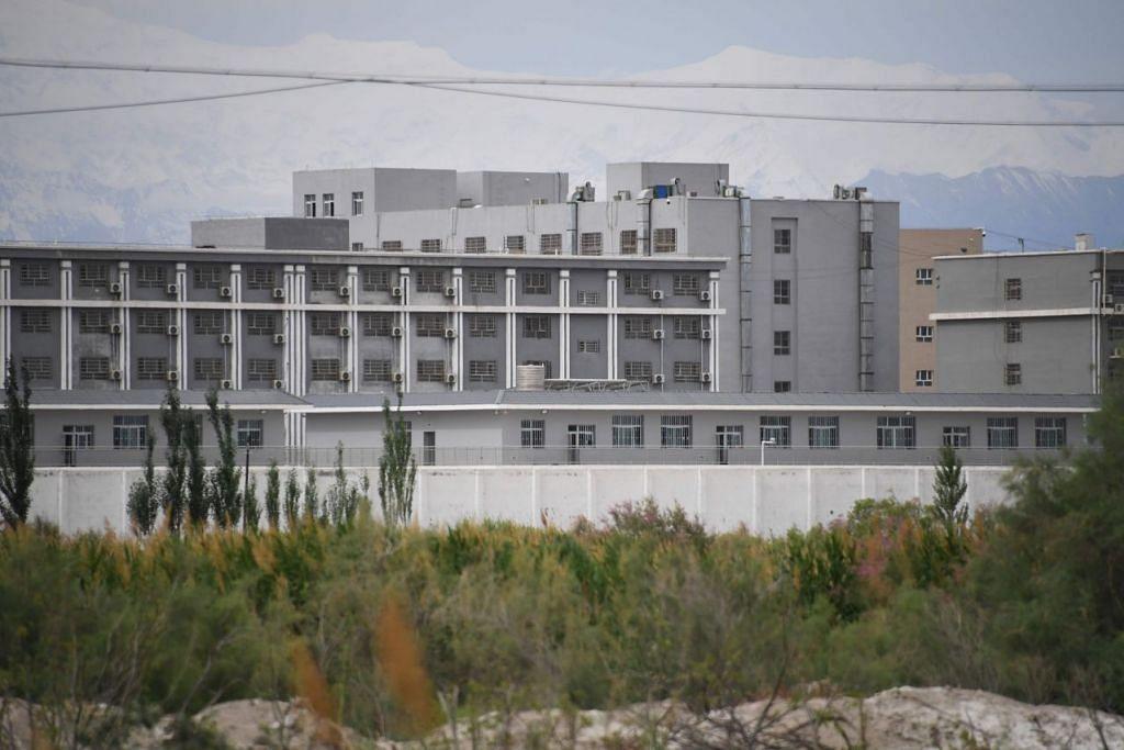 Foto yang diambil pada 4 Jun 2019 menunjukkan satu kemudahan yang dipercayai sebagai kem pendidikan-semula bagi ramai anggota minoriti penganut Islam ditahan, terletak di Akto, Xinjiang, China. Foto: AFP.