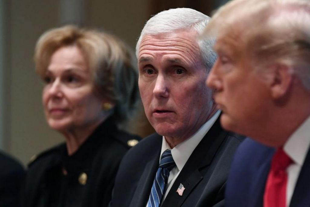 (tengah) Naib Presiden Amerika, Mike Pence berkata dalam masa 12 jam mendatang, akan dijalankan pemeriksaan 100 peratus bagi semua penerbangan langsung dari Itali dan Korean Selatan.