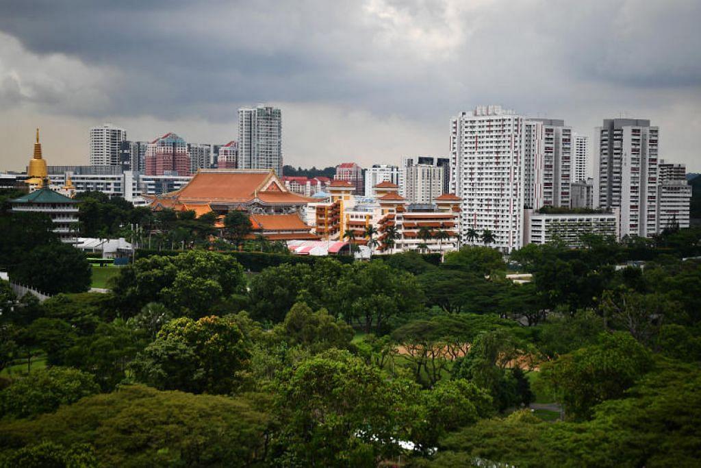 """Lembaga Taman Negara (NParks) mahu mengubah Singapura daripada sebuah """"bandar dalam taman"""" ke """"bandar dalam alam semula jadi"""" dalam 10 tahun akan datang,"""