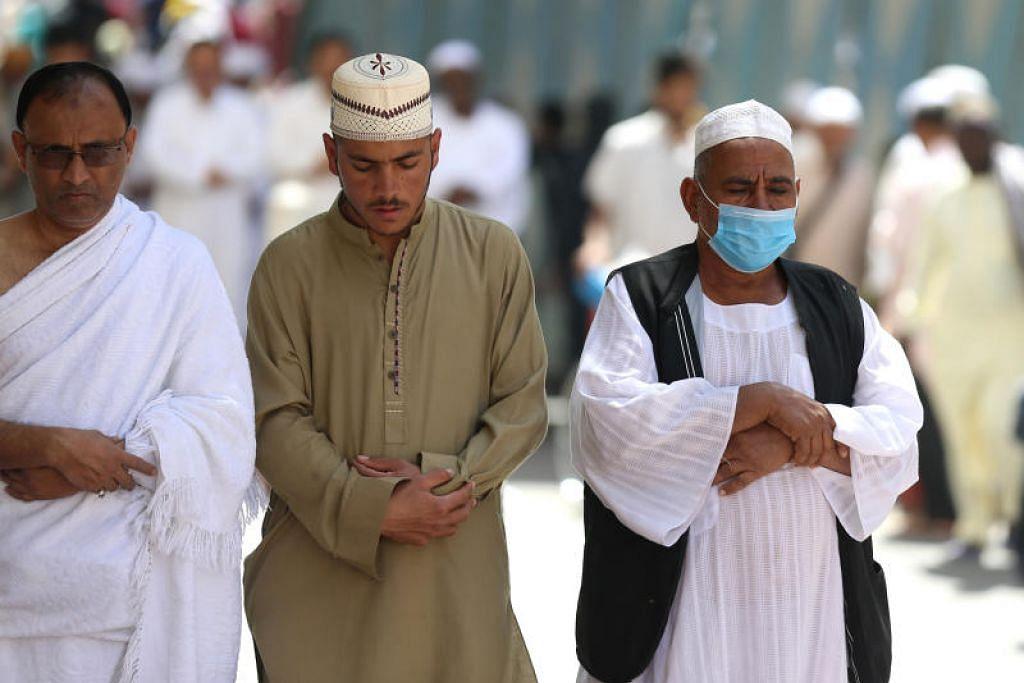 Di bawah undang-undang sementara itu, warga Saudi dan penduduk yang menetap di negara itu yang mahu melaksanakan umrah tidak akan dibenarkan masuk ke Makkah.