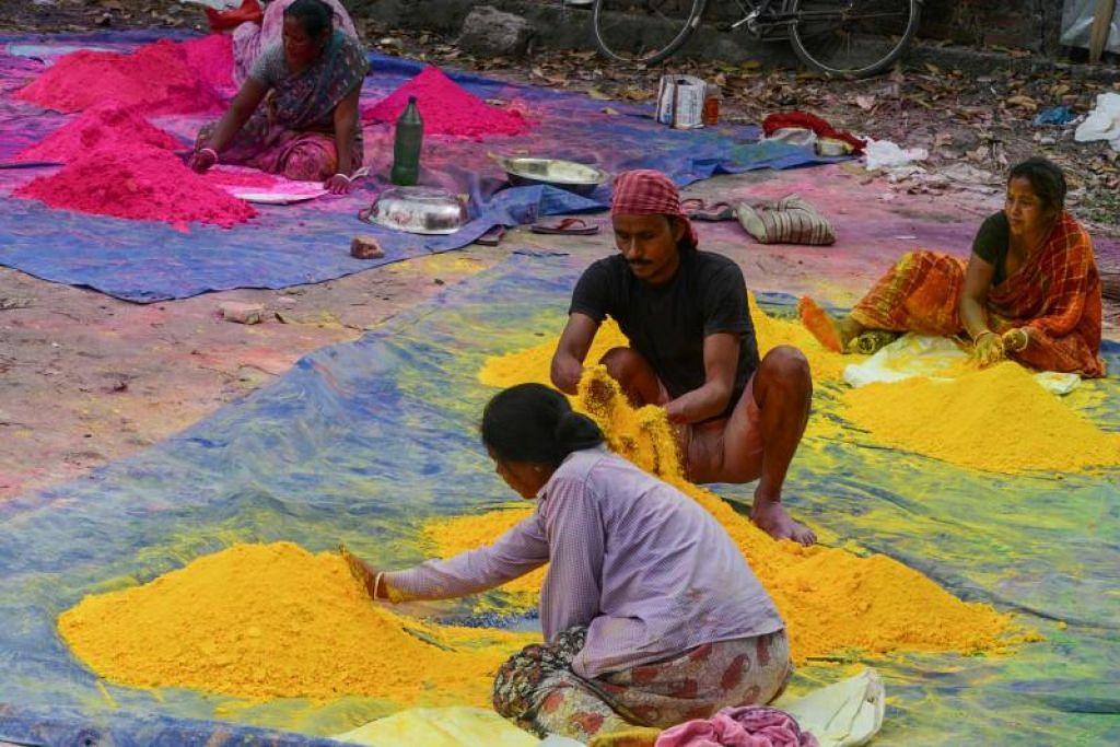 Perdana Menteri Narendra Modi, yang meminta orang ramai agar menjauhi perhimpunan besar, memutuskan untuk tidak menyertai sebarang program perhimpunan pesta warna, Holi.