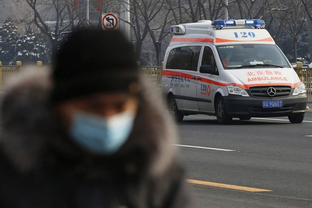 MASIH MENULAR: Sebuah ambulans kelihatan di jalan raya Beijing pada 7 Februari lalu. Jumlah kes jangkitan koronavirus baru di China kini mencecah 31,774.