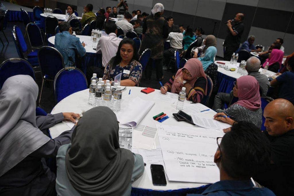 Para peserta mengambil bahagian dalam satu dialog anjuran Persatuan Rakyat (PA) yang diadakan dengan pemimpin Melayu/Islam pada 2018. FOTO: MARK CHEONG